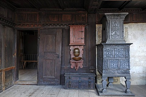 Upper parlour with stove in Schultheissenhof from Obernbreit, 1554, Franconian open-air museum, Eisweiherweg 1, Bad Windsheim, Middle Franconia, Bavaria, Germany, Europe