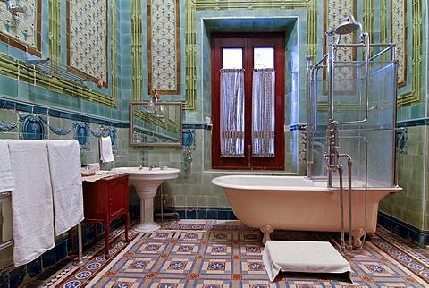 Bathroom tiled with Belgian tiles, Heritage Hotel Raj Niwas Palace, Dholpur, Rajasthan, North India, India, Asia