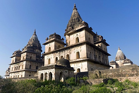 Chhatris grave monuments or cenotaphs, Orchha, Madhya Pradesh, North India, India, Asia