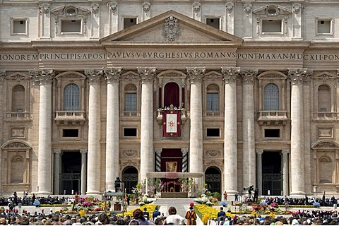 St. Peter's Basilica with Pope Benedict XVI during Easter Mass and Urbi et Orbi papal blessing, balcony Loggia delle Benedizioni, St. Peter's Square, Piazza San Pietro, Vatican, Rome, Lazio, Italy, Europe