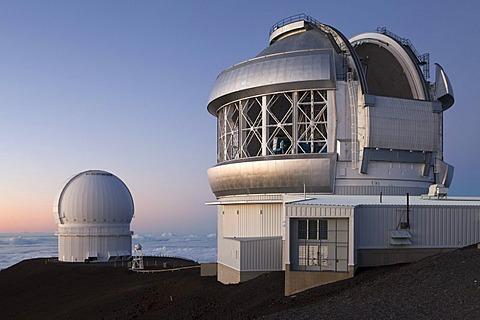 Mauna Kea Observatory on the summit of the Mauna Kea volcano, 4205m, Gemini Observatory, right, Canada France Hawaii Telescope, CFHT, at back, Mauna Kea, Hawaii, USA