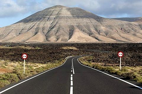 Road through the Parque Nacional de Timanfaya national park, lava, volcanoes, Lanzarote, Canary Islands, Spain, Europe