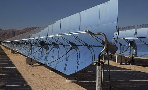 A solar electric generating system operated by Sunray Energy; the parabolic mirrors focus the sun's rays to heat an oil-filled tube, the heat produces steam to run an electricity-generating turbine, Daggett, Mojave Desert, southern California, USA