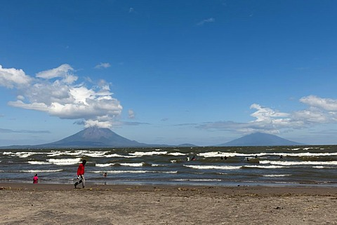Shallow shore of the Lago de Nicaragua with the volcanic island of Ometepe and the stratovolcanoes Volcan Concepcion, left, and Volcan Maderas, right, at back, San Jorge, Nicaragua, Central America