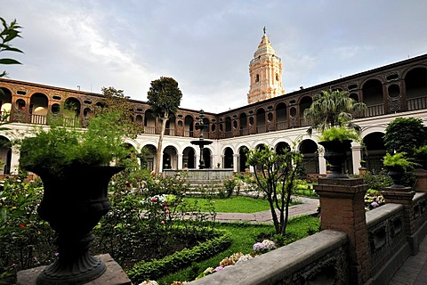 Cloister of the Dominican convent of Nuestra Senora del Rosario, Lima, UNESCO World Heritage Site, Peru, South America