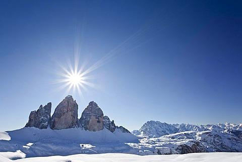 Drei Zinnen mountain and Cristallo mountain group as seen from Drei Zinnen Huette mountain lodge, Hochpustertal valley, Sexten, Dolomites, province of Bolzano-Bozen, Italy, Europe