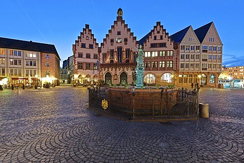 Roemerberg square with Gerechtigkeitsbrunnen fountain, also know as Justitiabrunnen fountain with the Justitia statue made of bronze and the historic town hall, Roemer building, Frankfurt am Main, Hesse, Germany, Europe