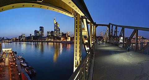 Eiserner Steg, Iron Footbridge, with views towards downtown and the financial district, Frankfurt am Main, Hesse, Germany, Europe