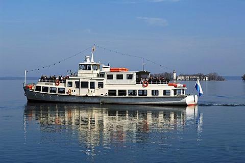 Ferry on Lake Chiemsee, Frauenchiemsee island, also know as Fraueninsel island at the back, Chiemsee, Upper Bavaria, Germany, Europe