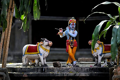 Shepherd god Krishna playing his flute, figures, Ahilya Fort, Ahilya near Indore, Madhya Pradesh, India, Asia
