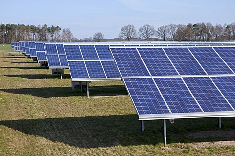 Solar farm near Suedergellersen near Lueneburg, Lower Saxony, Germany, Europe