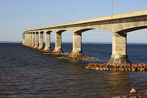 Confederation Bridge between mainland New Brunswick and Prince Edward Island, Canada, North America
