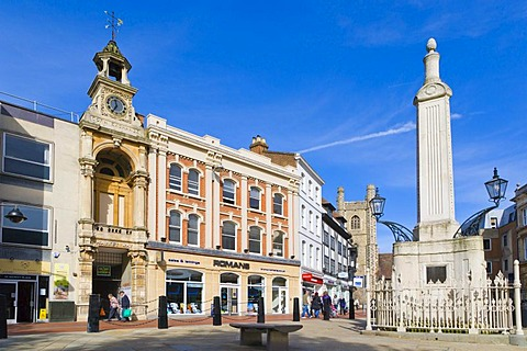 Butter Market, Market Place, with Corn Exchange, St Laurence's Church and Simeon Monument by Sir John Soane, Reading, Berkshire, England, United Kingdom, Europe