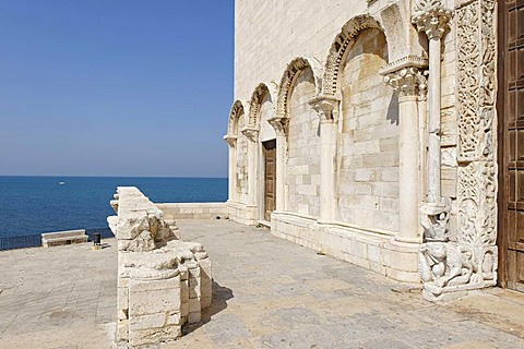 West facade of the cathedrale of San Nicola Pellegrino, Trani, Apulia or Puglia, South Italy, Europe