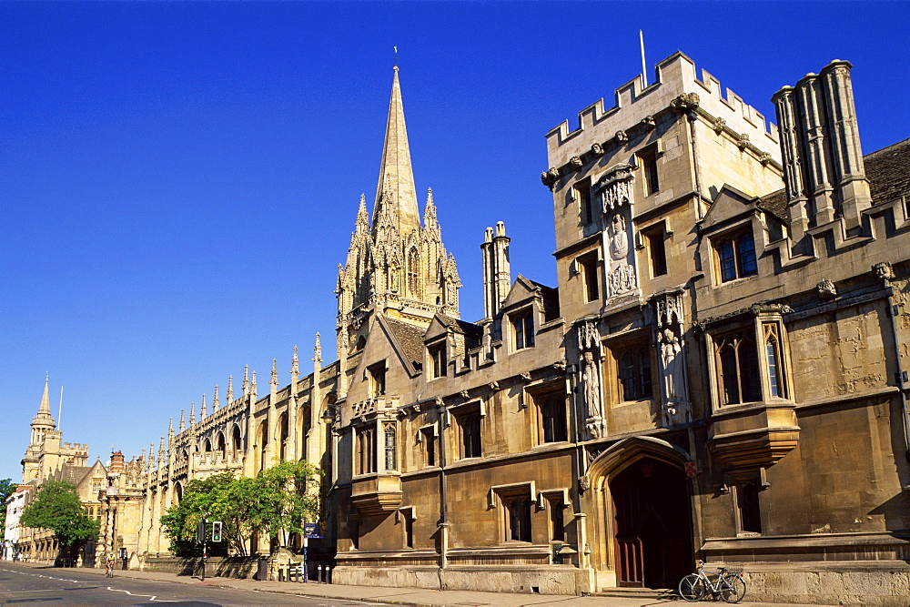 High Street and University Church of St. Mary the Virgin, Oxford, Oxfordshire, England, United Kingdom, Europe