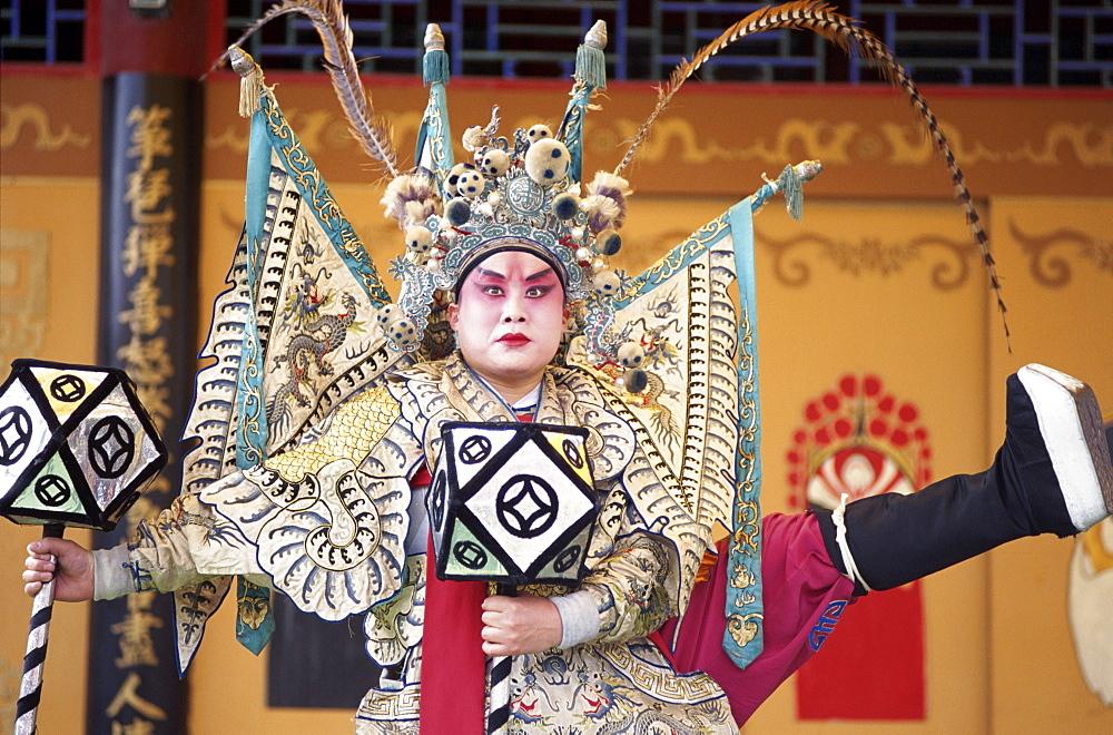 Actor performing in Chinese Opera (Beijing Opera), Beijing, China, Asia