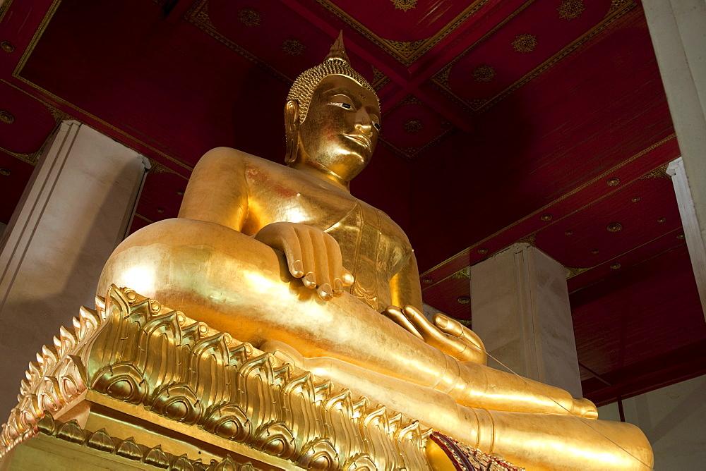 Buddha statue in Wat Phra Mongkhon Bophit, Ayutthaya Historical Park, UNESCO World Heritage Site, Ayutthaya, Thailand, Southeast Asia, Asia