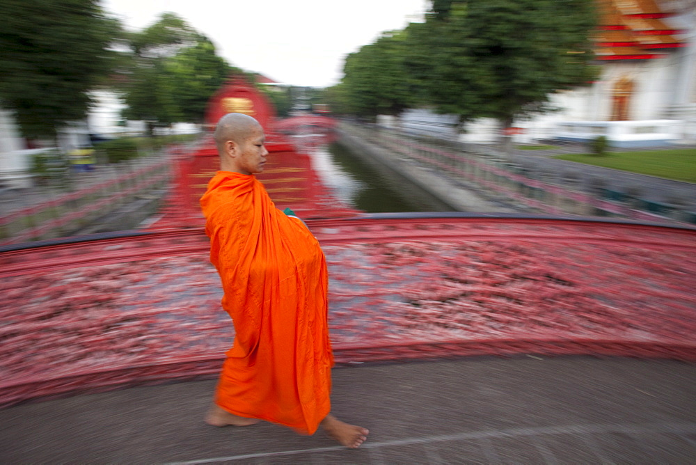 Monk at the Marble Temple (Wat Benchamabophit), Bangkok, Thailand, Southeast Asia, Asia