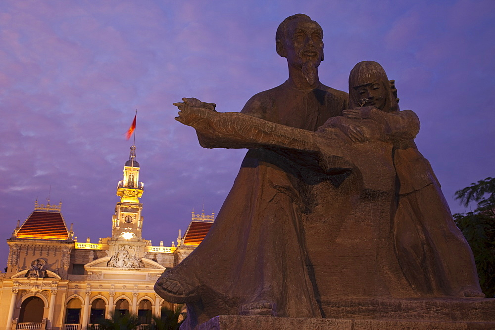 Ho Chi Minh statue and City Hall, Ho Chi Minh City, Vietnam, Indochina, Southeast Asia, Asia