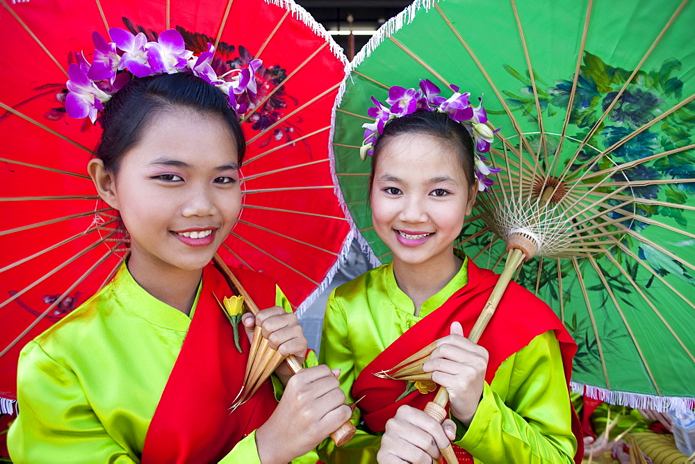 Girls in traditional Thai dress, Chiang Mai Flower Festival, Chiangmai, Thailand, Southeast Asia, Asia - 834-2123