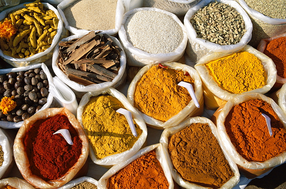 Display of curry powder and spices, Anjuna Market, Goa, India, Asia