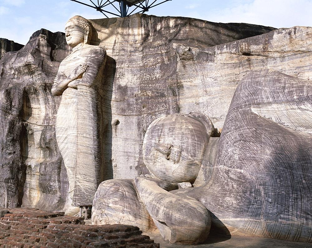 Standing and Reclining Buddha statues, Gal Vihara, Polonnaruwa, UNESCO World Heritage Site, Sri Lanka, Asia