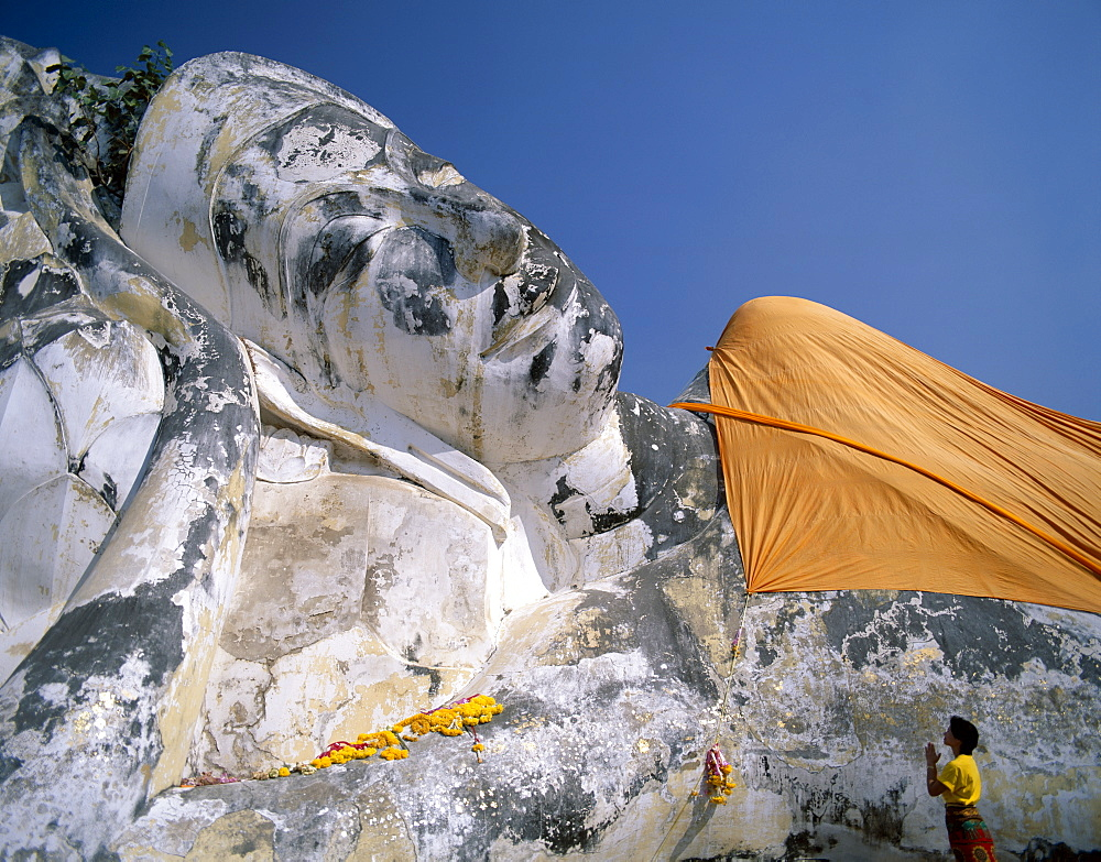 Reclining Buddha 42 metres long, Wat Lokaya Sutharam, Ayutthaya, UNESCO World Heritage Site, Thailand, Southeast Asia, Asia
