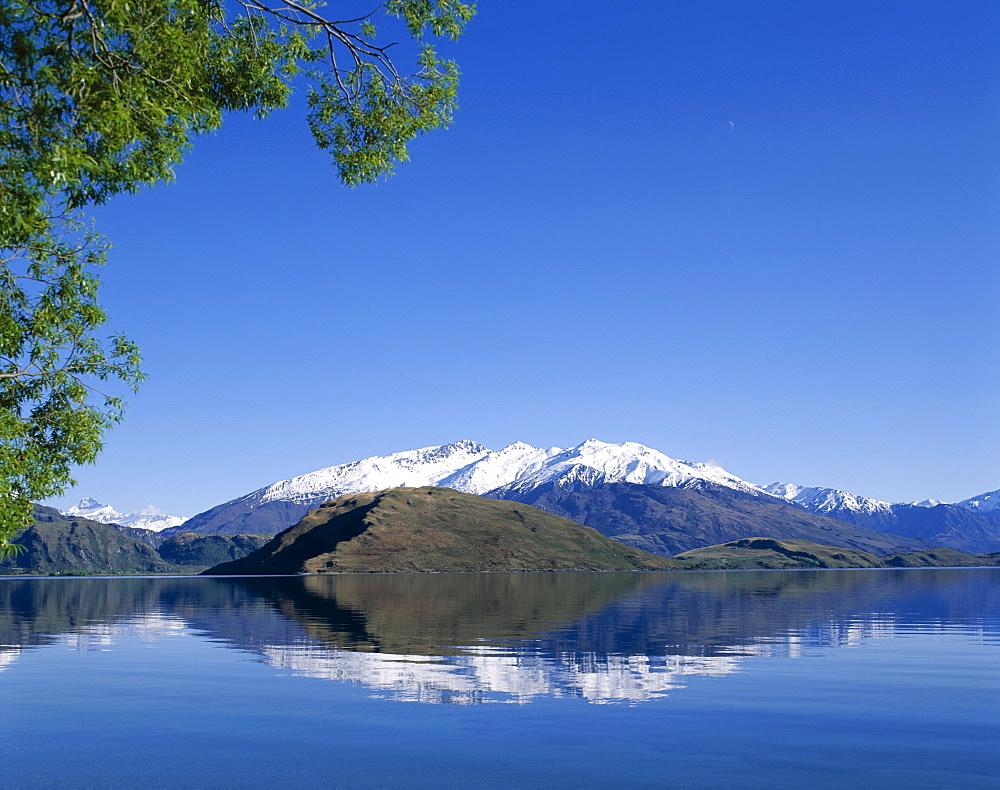 Lake Wanaka and the Southern Alps Mountain Ranges, Wanaka, South Island, New Zealand, Pacific