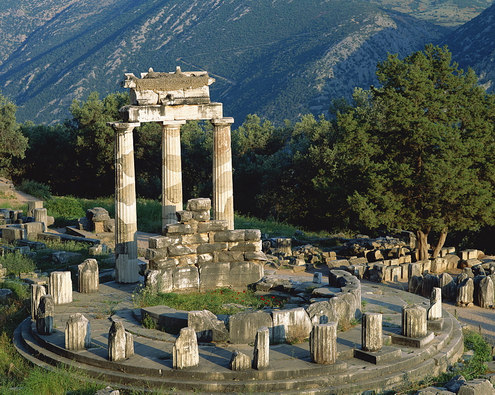 Sanctuary of Athena Pronaia, Tholos Temple, Delphi, UNESCO World Heritage Site, Greece, Europe