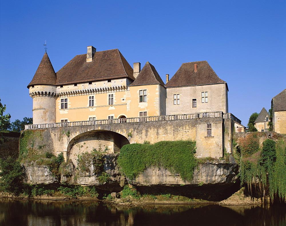 Chateau de Losse and Vezere River, Dordogne, France, Europe