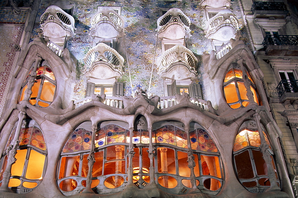 Casa Batllo at night, by Antoni Gaudi, Barcelona, Catalonia, Spain, Europe - 834-3572