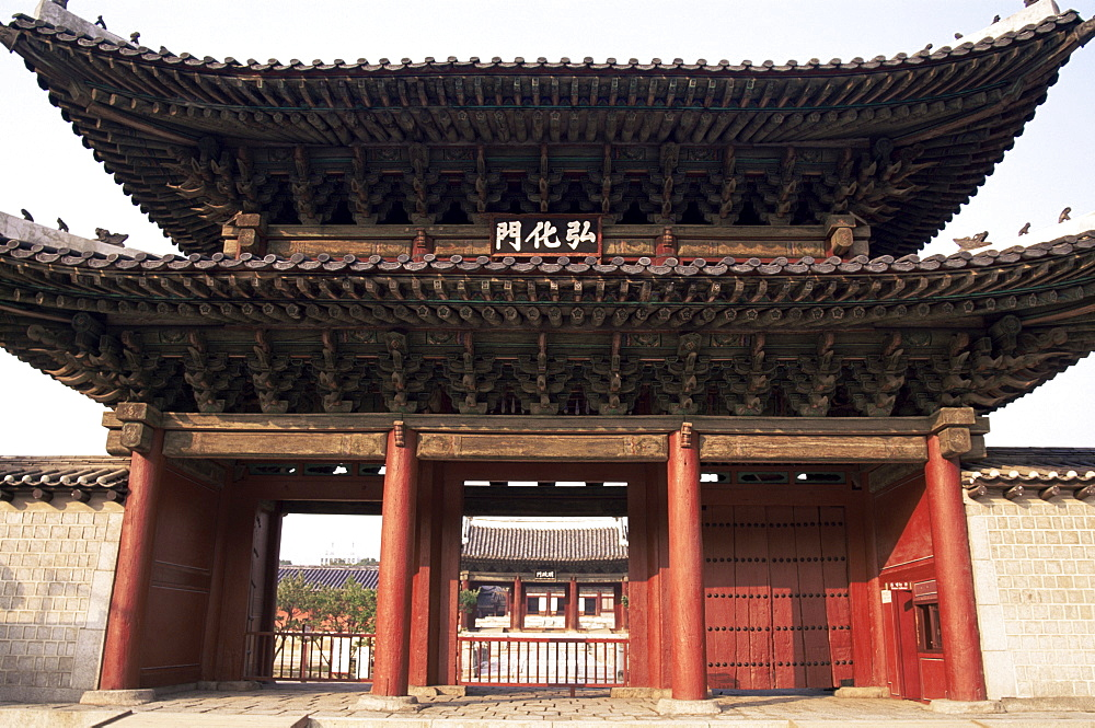 Entrance gate, Changdeokgung Palace, Seoul, South Korea, Asia