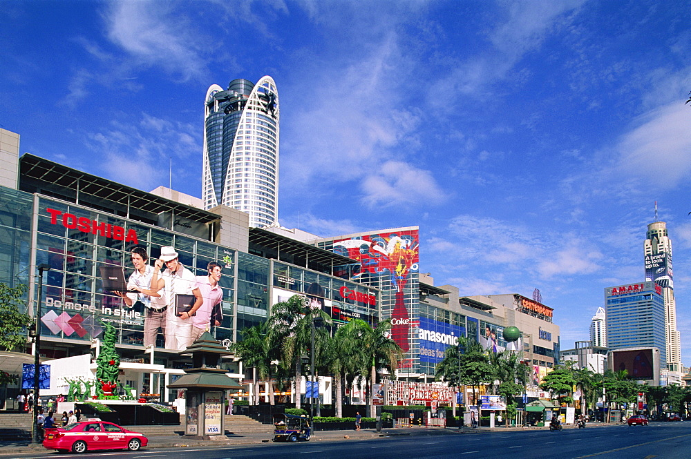 Central World Shopping Complex and Thanon Ratchadamri Road, Bangkok, Thailand, Southeast Asia, Asia