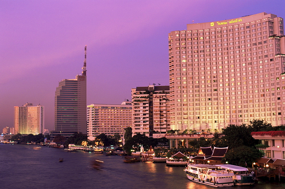 Chao Phraya River and riverfront skyline at dusk, Bangkok, Thailand, Southeast Asia, Asia