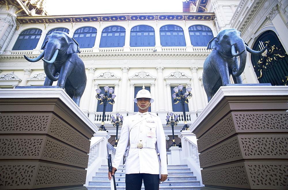 Guard at the Royal Palace, Bangkok, Thailand, Southeast Asia, Asia