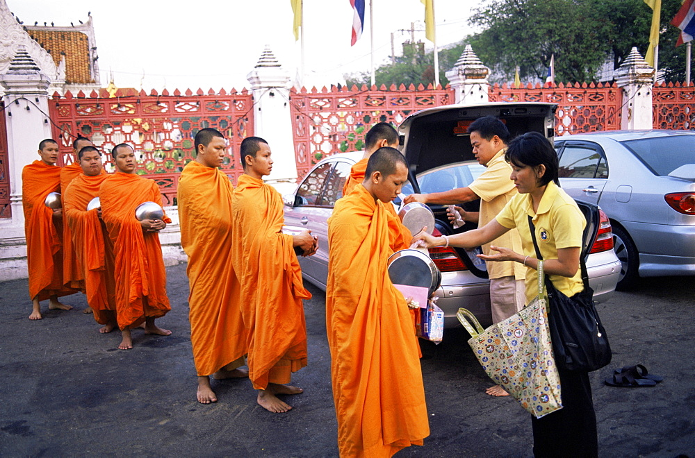 Monks accepting offerings of food at the Marble Temple (Wat Benchamabophit), Bangkok, Thailand, Southeast Asia, Asia