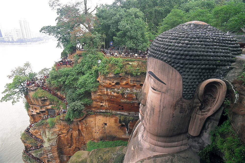 Giant Buddha statue, 71 metres high, Leshan, UNESCO World Heritage Site, Sichuan Province, China, Asia