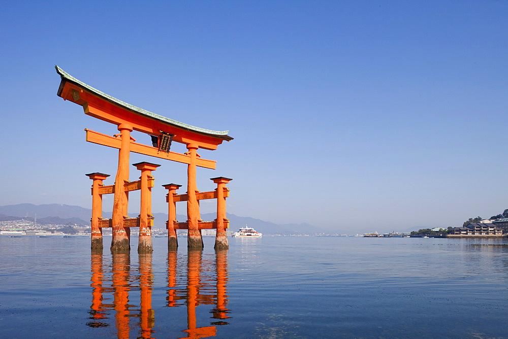 Torii Gate, Itsukushima Shrine, UNESCO World Heritage Site, Miyajima Island, Japan, Asia - 834-6572