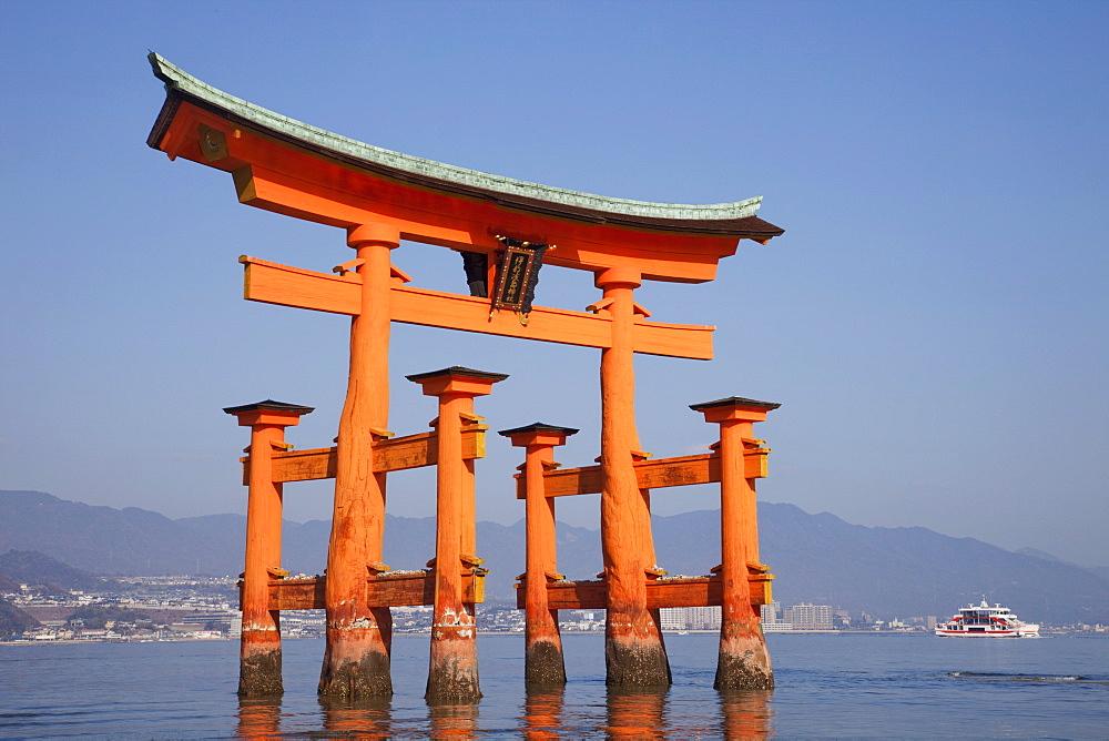 Torii Gate, Itsukushima Shrine, UNESCO World Heritage Site, Miyajima Island, Japan, Asia