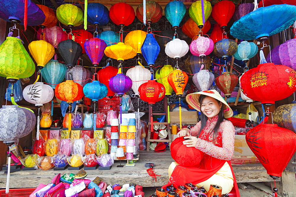 Girl making paper lanterns, Old Town, Hoi An, Vietnam, Indochina, Southeast Asia, Asia
