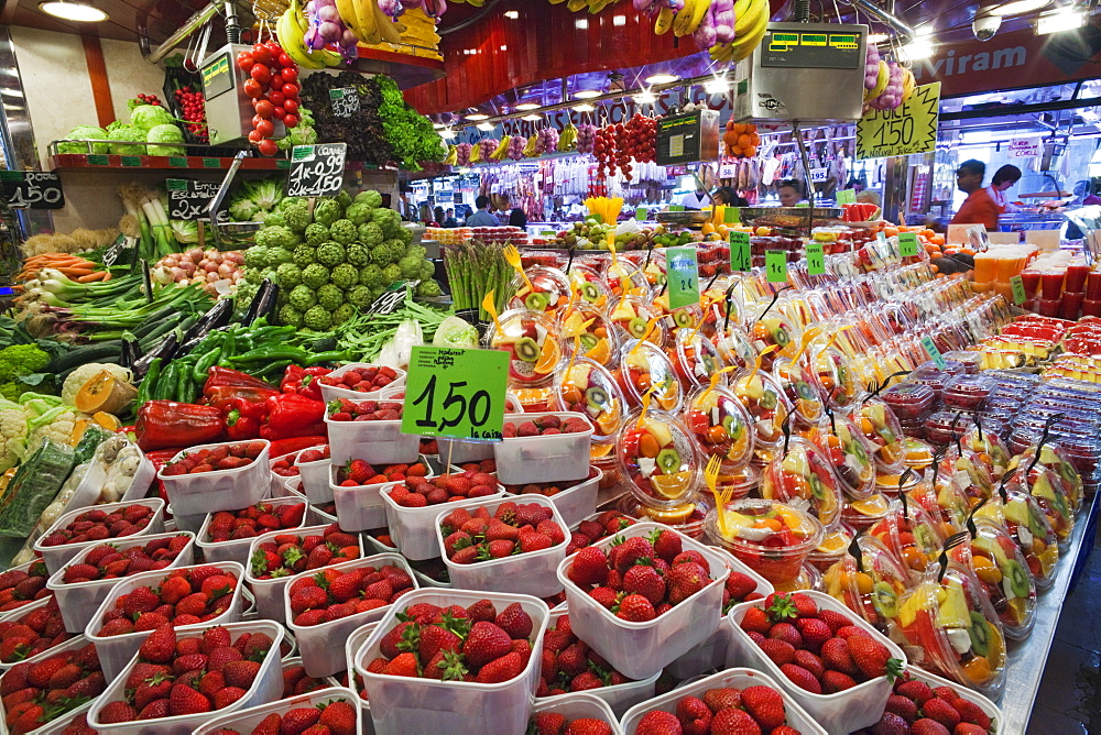Fruit stall display, La Boqueria Market, The Ramblas, Barcelona, Catalonia, Spain, Europe - 834-6806