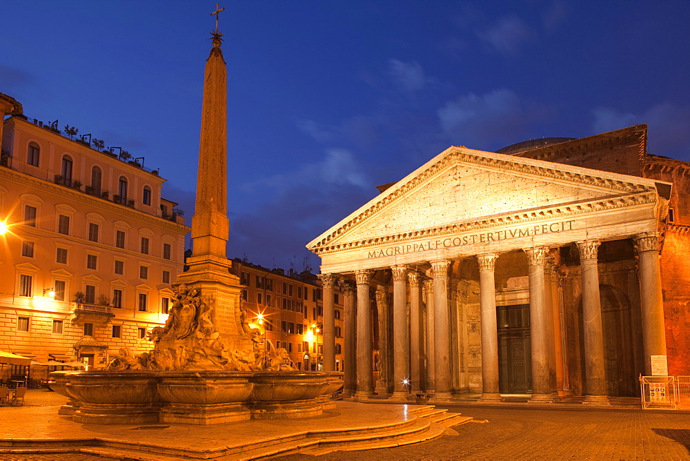 Piazza della Rotonda and The Pantheon, UNESCO World Heritage Site, Rome, Lazio, Italy, Europe
