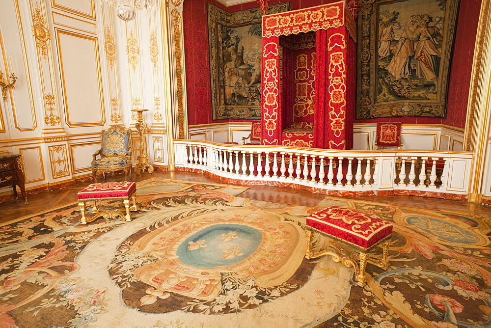 Bedroom of King Louis XIV, Chateau de Chambord, UNESCO World Heritage Site, Loir et Cher, Loire Valley, France, Europe