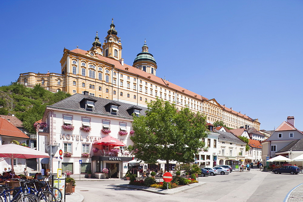 Town centre and the Benedictine Abbey, Melk, Wachau Cultural Landscape, UNESCO World Heritage Site, Austria, Europe - 834-7142