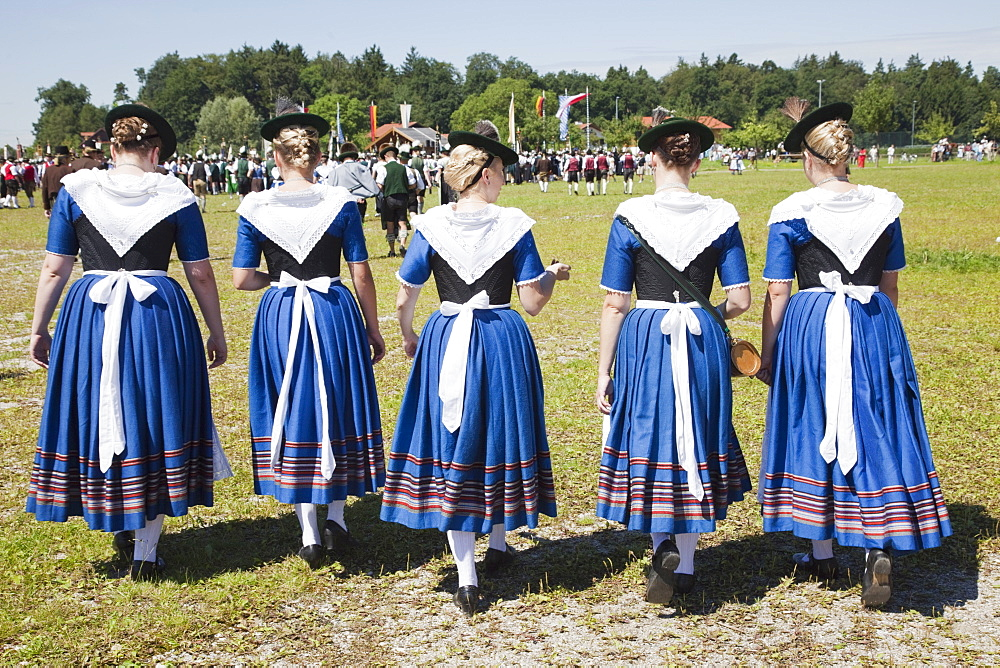 Girls in traditional Bavarian costume at Folklore Festival, Burghausen, Bavaria, Germany, Europe - 834-7186