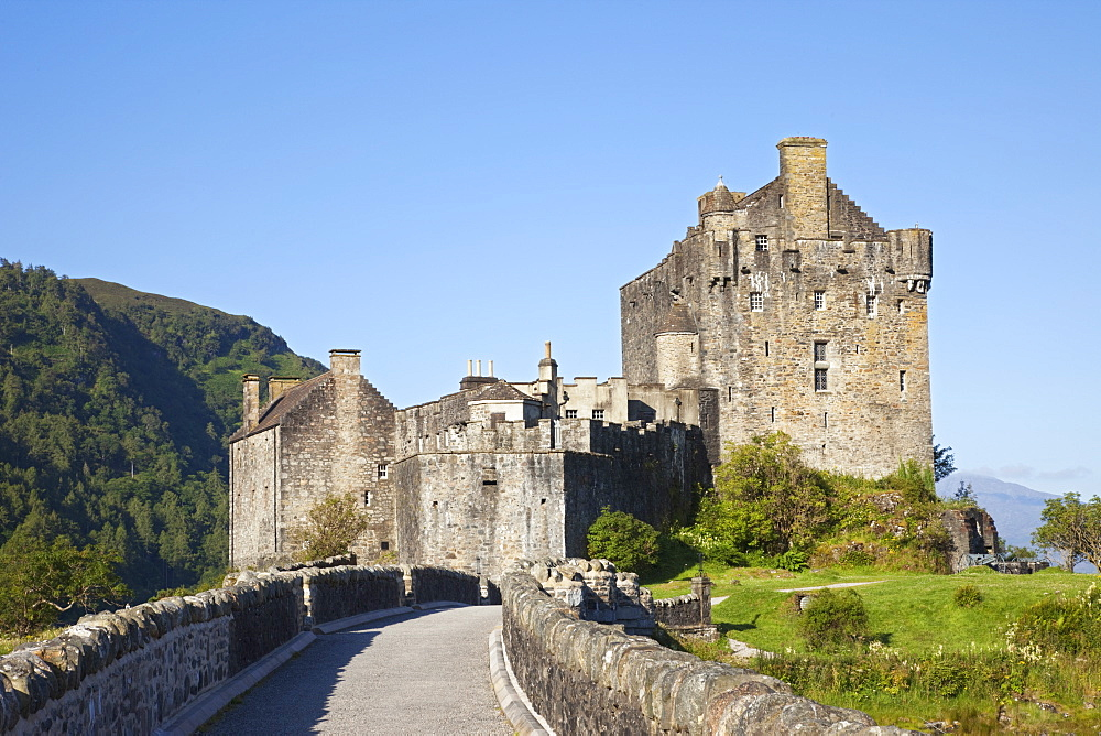 Eilean Donan Castle, Highlands, Scotland, United Kingdom, Europe - 834-7193