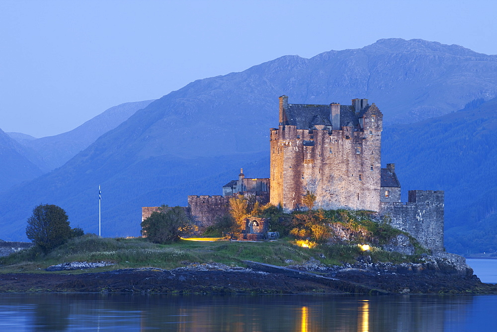 Eilean Donan Castle, Highlands, Scotland, United Kingdom, Europe - 834-7198