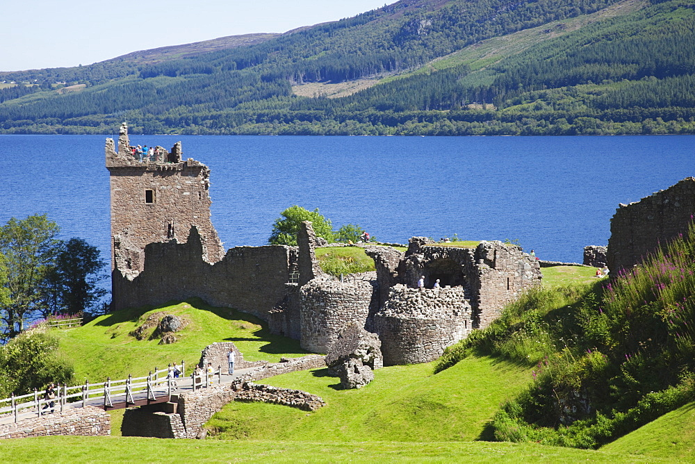 Urquhart Castle, Loch Ness, Highlands, Scotland, United Kingdom, Europe - 834-7202