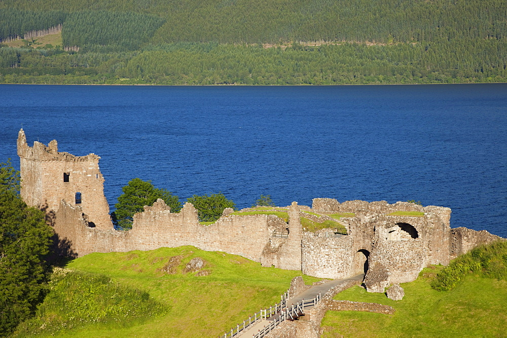 Urquhart Castle, Loch Ness, Highlands, Scotland, United Kingdom, Europe - 834-7203
