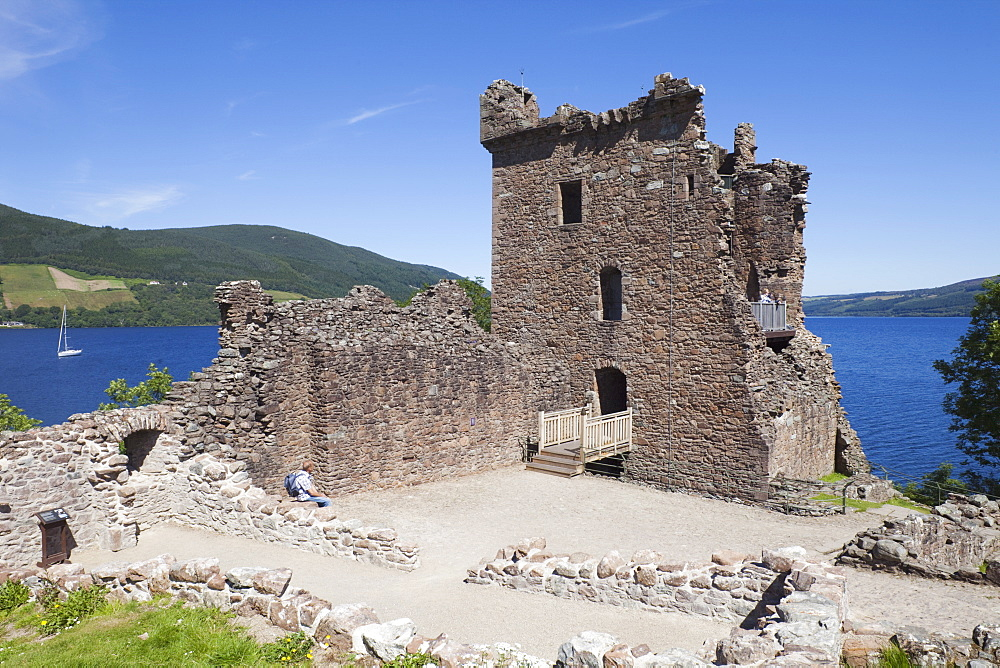Urquhart Castle, Loch Ness, Highlands, Scotland, United Kingdom, Europe - 834-7207